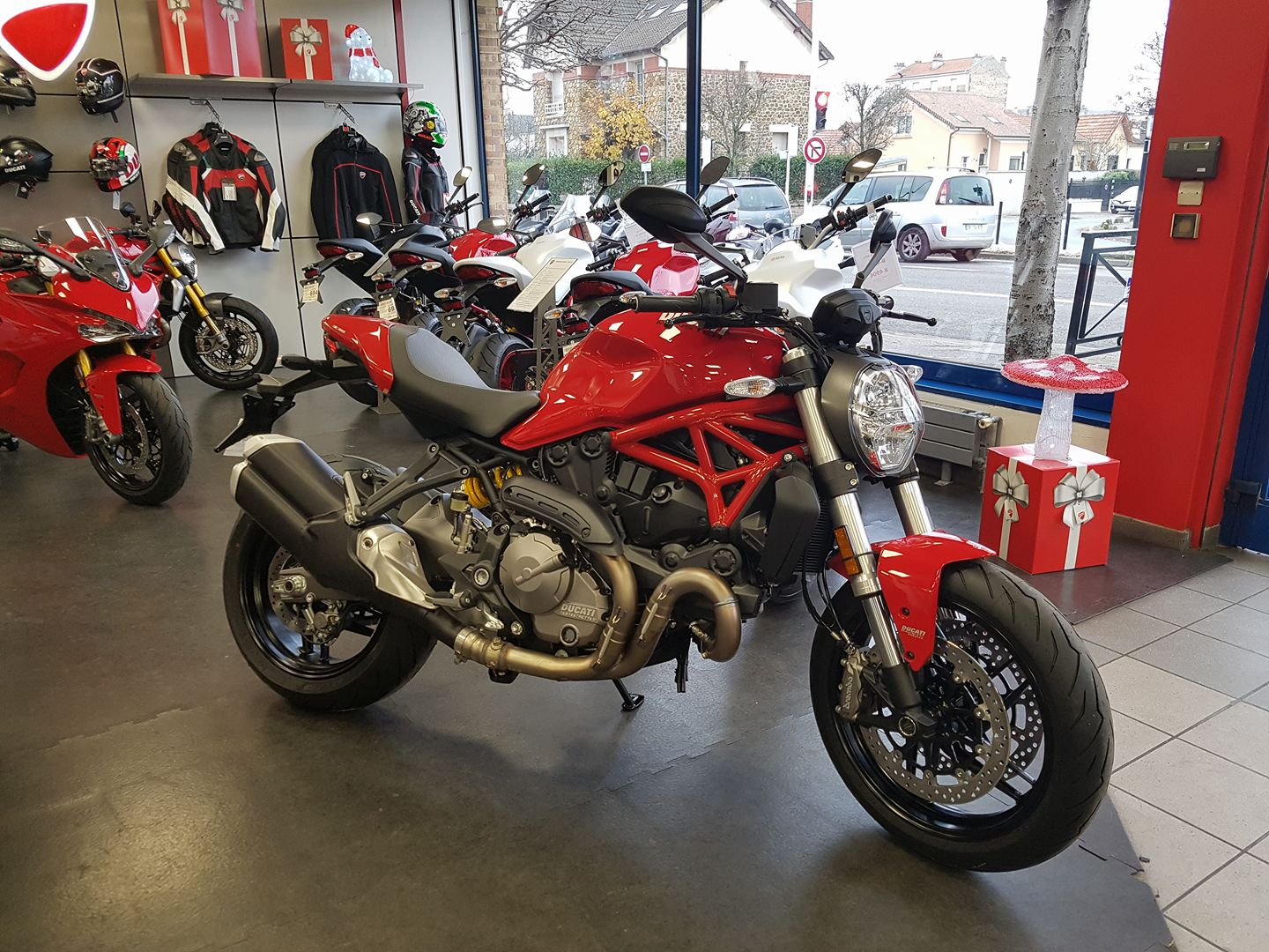 ducati monster 821 2018 paris est moto. Black Bedroom Furniture Sets. Home Design Ideas